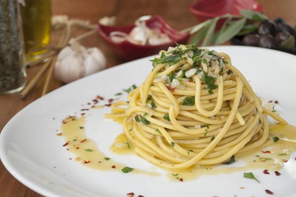 Pasta_mit_Oliven-l_-_Knoblauch